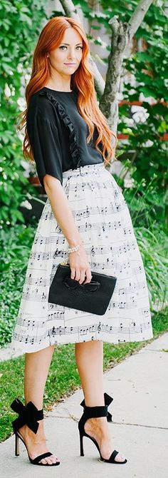 Music Notes Midi Skirt. Hate that shirt with it tho, something simpler would have worked better