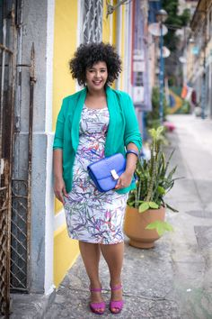 Look plus size colorido com Vestido estampado e blazer plus size da Mellbout | Gisella Francisca | plus size fashion