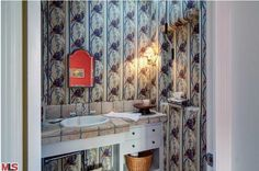 Gorgeous match-job w/tile and wallpaper. #designdisasters #losangeles #realestate