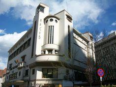 BUcharest - ArtDeco style Beautiful Architecture, Architecture Details, Streamline Moderne, Bucharest Romania, Art Deco Buildings, Building Exterior, Small Art, Art Deco Design, Art Deco Fashion