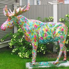 Moose and tulips. Two of my favorite things! Animal Statues, Animal Sculptures, Art Ideas, Room Ideas, Deer Family, Clay Animals, Public Art, Elk, I Am Happy