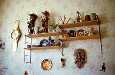 Erinnerungsstücke:  Wohnkultur mit Wandregalen. | Foto: Karlheinz Jardner