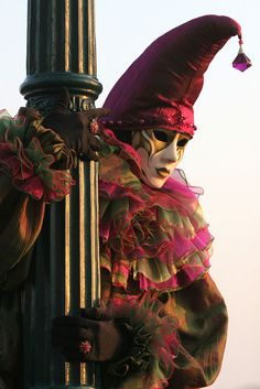 Venetian masquerade costumes and masks Venetian Carnival Masks, Carnival Of Venice, Venetian Masquerade, Masquerade Ball, Masquerade Costumes, Carnival Costumes, Mascarade Mask, Jester Costume, Art Pictures