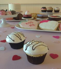 Hot Cocoa cupcakes. Spiced chocolate cake with marshmallow fluff ...