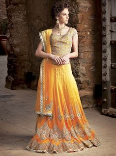 Now a days designers introduce latest and modern bridal sharara designs. Bride want beautiful and that dress which have a modern look with full smartness. Pakistani Mehndi Dress, Bridal Mehndi Dresses, Pakistani Wedding Dresses, Formal Dresses For Weddings, Indian Dresses, Formal Wedding, Indian Outfits, Sharara Designs, Lehenga Designs