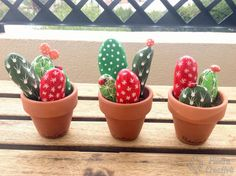 Painting cactus with stones we can create beautiful crafts to adorn the corners of our home. Cactus Painting, Pebble Painting, Pebble Art, Stone Painting, Diy Painting, Deco Cactus, Cactus Decor, Painted Rock Cactus, Painted Rocks Craft