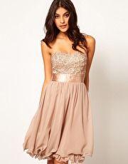 ¡Qué romantico! Vestido de baile con aplique floral de Little Mistress...también de ASOS.  Pérfecta con mis bailarinas rosa palo y visón...Es otra opción :)