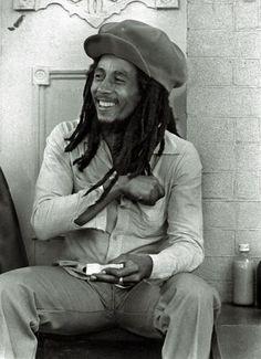 """""""Meine Musik wird immer weiterleben"""", sagte Bob Marley kurz vor seinem Tod. An Selbstbewusstsein fehlte es dem Musiker nicht. Mehr zum Jubiläum: http://www.nachrichten.at/nachrichten/kultur/Der-missverstandene-Prophet-Bob-Marley-waere-70-geworden;art16,1639170 (Bild: Universal)"""