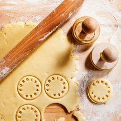 Say what you mean on your cookies with thhis CUSTOMIZABLE COOKIE STAMPER.