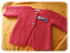 Knittin' For Britain: Free Pattern Phursday - Twelve Baby Cardigan, Baby Pullover, Knitting For Kids, Baby Knitting Patterns, Baby Patterns, Crochet Baby, Knit Crochet, Knitted Baby, Tricot Baby