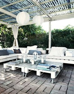 Unusual Patio Furniture With Wood Pallet Ideas Outdoor furniture can be costly. It is something that makes your patio and backyard into an outdoor living area that you can enjoy with your friends and family. So the next best solution is to construct Outdoor Rooms, Outdoor Gardens, Outdoor Living, Outdoor Furniture Sets, Outdoor Decor, Outdoor Pallet, Pallet Patio, Pallet Seating, Garden Furniture