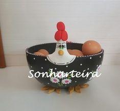 Cabaça - porta-ovos G - CAB 261 Chicken Crafts, Chicken Art, Diy Clay, Clay Crafts, Diy Projects To Try, Crafts To Make, Ceramic Chicken, Diy Fashion Hacks, Clay Jar