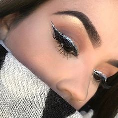 "History of eye makeup ""Eye care"", put simply, ""eye make-up"" has always been an area Eyeliner Make-up, Glitter Eyeliner, Eyeshadow Makeup, Purple Eyeshadow, Eyeshadow Palette, Makeup Eye Looks, Cute Makeup, Glam Makeup, Makeup Trends"