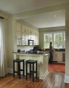 The Best Open Concept Kitchen Design Trends of 2018 Open concept kitchen- living room is perfect for small apartments but it also looks gorgeous in big spaces when the kitchen is connected with the dining room Half Wall Kitchen, Open Kitchen And Living Room, Kitchen Redo, New Kitchen, Kitchen Small, Kitchen Ideas, Kitchen Bars, Kitchen Floor, 1950s Kitchen