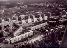 Pihan ympärillä sijaitsee viisi tornitaloa ja viisi pitkää lamellitaloa. Finland, City Photo, Historia