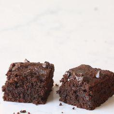 Paleo Fudge, Dairy Free Fudge, Dairy Free Brownies, Almond Flour Brownies, Paleo Brownies, Brownie Recipe Video, Fudgy Brownie Recipe, Fudge Brownies, Low Carb Brownies Recipe