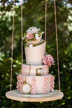 Hanging, Floating and Upside Down Wedding Cakes We Love ~ we ❤ this! moncheribridals.com  Upside down cakes! || Aisle Perfect