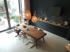 Jip on I - Kitchen Dinning Room, Kitchen Living, New Kitchen, Ikea Kitchen Design, Interior Design Kitchen, Room Interior, Black Kitchens, Home Kitchens, Hickory Kitchen Cabinets