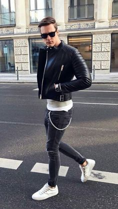Casual Black Leather Jacket Outfit Ideas That Will Make You Look Awesome 02 Look Fashion, Urban Fashion, Trendy Fashion, Street Fashion, Fashion Details, Fashion Men, Fashion Black, Jackets Fashion, Fashion Outfits
