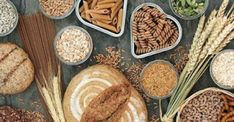 High fibre health food concept with multi seed whole grain bread loaf and seeded rolls, whole wheat pasta, grain, seeds and cereals. Fiber Foods List, High Fiber Foods, Healthy Vegan Breakfast, Clean Eating Breakfast, Fiber Health, Allergies Alimentaires, Protein, Whole Wheat Pasta, Starchy Foods