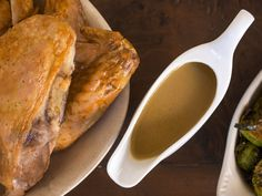 The traditional Thanksgiving gravy made with drippings from the bird, for a sauce that's pure turkey gold. Thanksgiving Gravy, Thanksgiving Recipes, Holiday Recipes, Thanksgiving Sides, Thanksgiving 2016, Holiday Meals, Best Turkey Gravy, Salsa, Easy Gravy