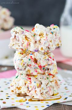 Funfetti Marshmallow Popcorn Treats - no bake, easy and fun treats! Like rice krispie treats, but even better with popcorn!