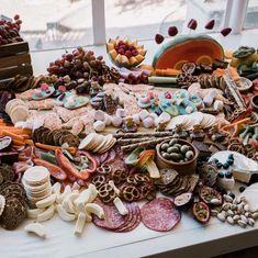 Top Ten Grazing Table to Groom Your Event Antipasto, Diy Party Platters, Styling A Buffet, All Fruits, Grazing Tables, Art Party, Wedding Catering, Charcuterie Board, Childrens Party