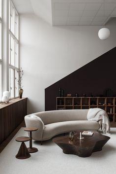 showroom design and Room Interior, Modern Interior, Interior Architecture, Interior Design, Furniture Showroom, Furniture Design, Design Hall, Round Sofa, Showroom Design