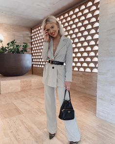 The other week 💙 Because I love this two piece 🙌🏼 Classy Outfits, New Outfits, Casual Outfits, Fashion Outfits, Womens Fashion, Laura Jade Stone, Lawyer Fashion, Look Office, Mode Simple