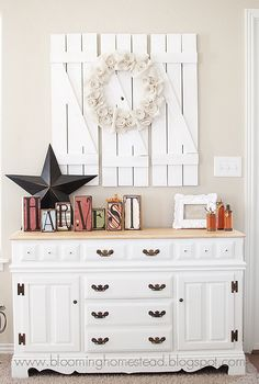 Barn wood shutter DIY tutorial I would like to do this and place a large round simple-edged mirror in the center of the 3 shutters. Vintage Shutters, Wood Shutters, Shutters Inside, White Shutters, House Shutters, Exterior Shutters, Wood Doors, Painted Furniture, Diy Furniture