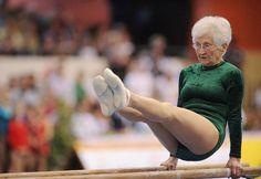 Votre super mamie de 86 ans plus balaise que vous en gymnastique