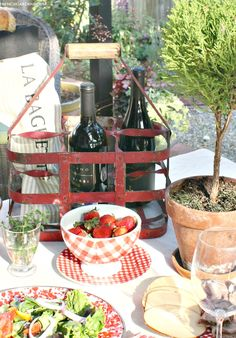 How to Plan the Perfect French Picnic - French Garden House Picnic Foods, Picnic Recipes, Picnic Ideas, French Picnic, Chocolate Chip Recipes, Chocolate Chips, Country Picnic, Picnic Spot, Romantic Picnics