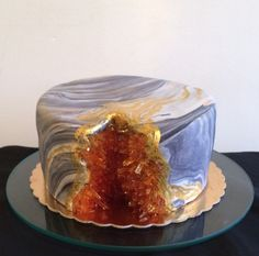 Amber Geode cake, with marble fondant and sugar crystals. Cakes To Make, Just Cakes, Fancy Cakes, Mini Cakes, How To Make Cake, Cakes And More, Cupcake Cakes, Cupcakes, Gorgeous Cakes