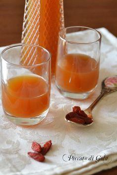 Un digestivo molto particolare, fruttato e profumato, il liquore alle bacche di goji è praticamente perfetto per ogni occasione, specialmente dopo un pasto.