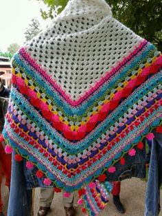 crochet Shawl I would like to try making myself one day too and possibly teach it in a class too. Now just have to figure this out or find a pattern for it