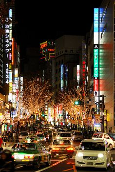 Shibuya street by tinou bao on Flickr. (黒ネコ)