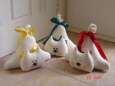 Tuto du chat cale-porte Tuto cat doorstops – Sewing knit hook embroidery and patchwork Animal Sewing Patterns, Felt Patterns, Embroidery Patterns, Felt Christmas Decorations, Christmas Ornaments, Holiday Decor, Kilm Pillows, Porte Diy, Sewing Crafts