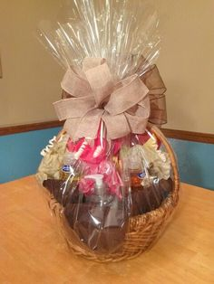 Learn how to make this Housewarming Gift Basket. You can design your own and add items that the new homeowner will love. #tutorial #diy