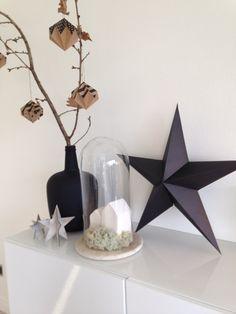 Simple natural christmas @theoffice - #housedoctorstar - zwarte vaas #blokker - witte keramische huisjes #xenos - cloche privé (gelijke @Loods5) - papieren hangers #by.IMY