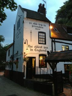 Englands oldest inn, serving food and drink for over an incredible span of 800 years. Ye Olde Trip to Jerusalem in Nottingham, Nottingham British Pub, Great British, British Isles, Nottingham Pubs, Nottingham Castle, Travel Around The World, Around The Worlds, Old Pub, Pub Signs
