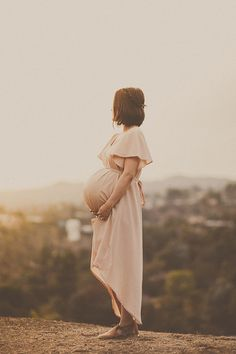 intimate maternity photo series.