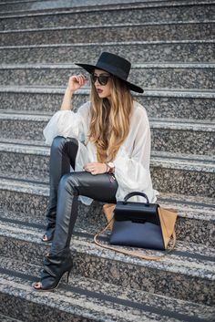 Favorite blouse - Living in a shoe Blog Live, My Outfit, Street Fashion, Autumn Winter Fashion, Ankle Boots, Hipster, Street Style, Couture, Blouse