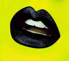Lisa-Marie Charron Makeup Artist #fluolips #lips #blacklips #matlips #green
