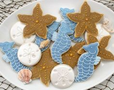Callye of Sweet Sugarbelle is an artist who expresses herself through cookies. When she discovered cookie decorating she found herself, and never looked back. Today I'm sharing her adorable sea cookies and tutorials for decorating cookies with icing, so that you can try to make your own. For yourself or as a gift!