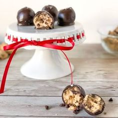 Chocolate Chip Cookie Dough Truffles - XO, Katie Rosario Edible chocolate chip cookie dough dipped in dark chocolate and topped with sea salt flakes. Cookie Dough Dip, Cookie Dough Truffles, Chocolate Chip Cookies, Crab Stuffed Avocado, Cottage Cheese Salad, Easy Salad Recipes, Brunch Recipes, Appetizer Recipes, Most Popular Desserts