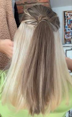 Half Colored Hair, Half Dyed Hair, Split Dyed Hair, Under Hair Dye, Under Hair Color, Hair Color Streaks, Hair Dye Colors, Blonde Underneath Hair, Blonde Hair Under Brown