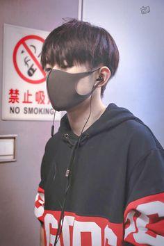 Jackson Yi, Airport Style, My Crush, My Idol, Crushes, Smoke, Boys, Yang Yang, Crowns