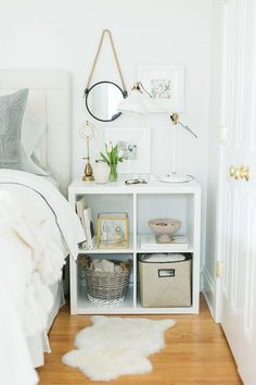 Unique beautiful new bedroom storage solutions 12 Kallax Shelving Unit, White Shelves, Small Shelves, Floating Shelves, Trendy Bedroom, Diy Bedroom, Mirror Bedroom, Simple Bedrooms, Girls Bedroom