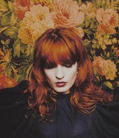 Florence Welch, a pre-Raphaelite dream Florence And The Machine, Florence The Machines, Pretty People, Beautiful People, Auburn, Divas, Scarlett, Pre Raphaelite, Ikon