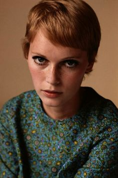 Mia Farrow rocking her short hair with cropped bangs. Credit: Getty Images Mia Farrow rocking her short hair with cropped bangs. Credit: Getty Images - via StyleList Twiggy, Celebrity Pixie Cut, Celebrity Beauty, Pixie Mia Farrow, Rosemaries Baby, Corte Pixie, Terry O Neill, Actrices Hollywood, My Hairstyle